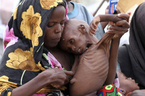 20110820-Africa-Famine-MotherChild-lores